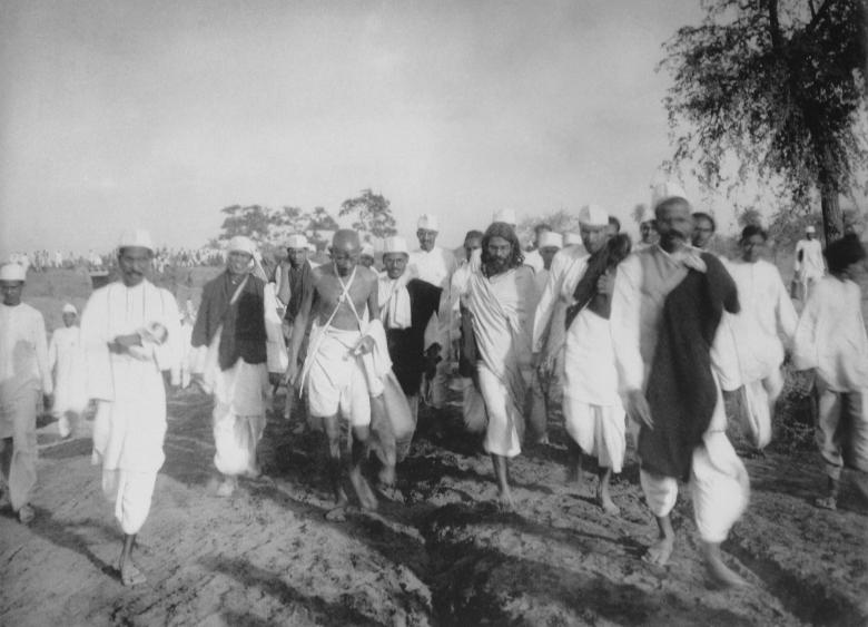Gandhi_during_the_Salt_March
