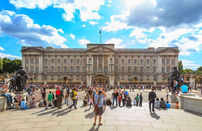1200px-Buckingham_Palace_UK