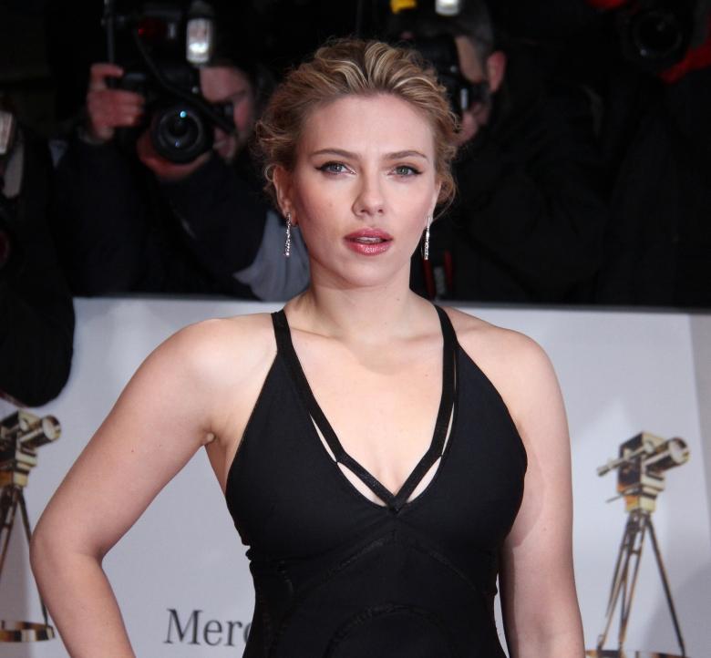 Goldene_Kamera_2012_-_Scarlett_Johansson_3
